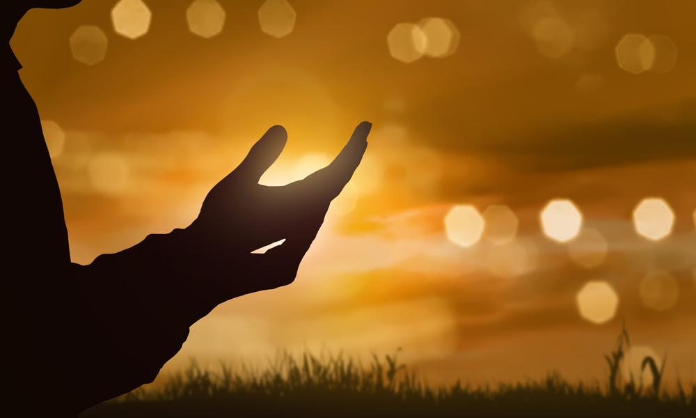Dieu règne, il est souverain